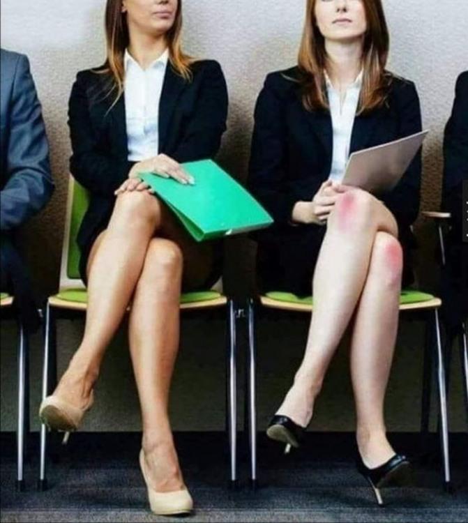 Фото прикол  про коліна та прийом на роботу
