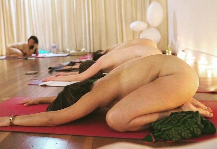 Фото прикол  про йогу, роздягнених людей вульгарний
