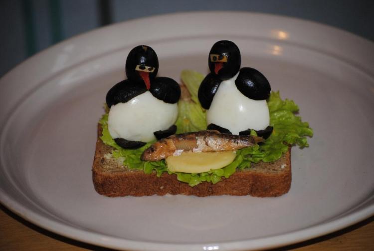 Фото прикол  про канапку та пінгвінів