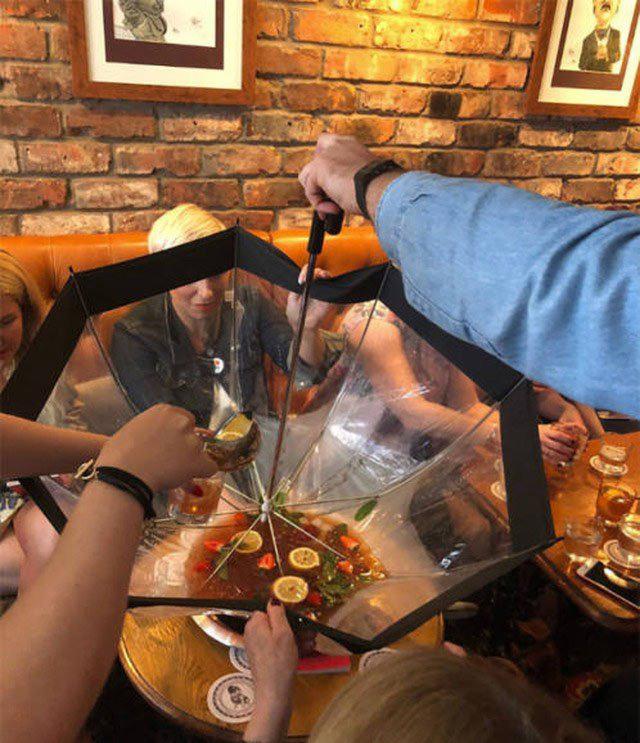 Фото прикол  про коктейль та парасольку