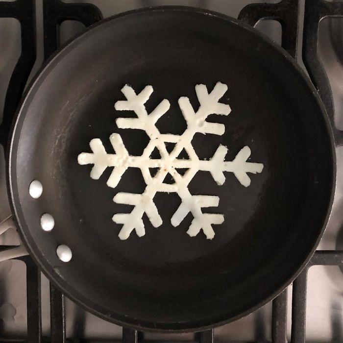 Фото прикол  про сніжинки, яйця та приготування їжі