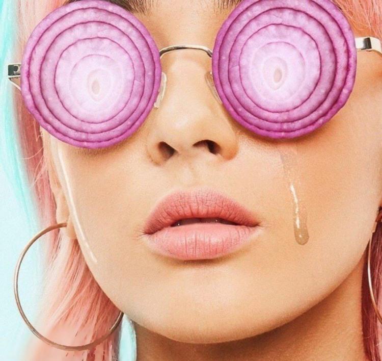 Фото прикол  про цибулю, окуляри та плач