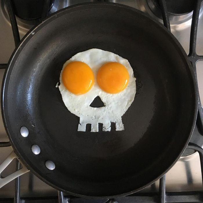 Фото прикол  про яйця, їжу та череп