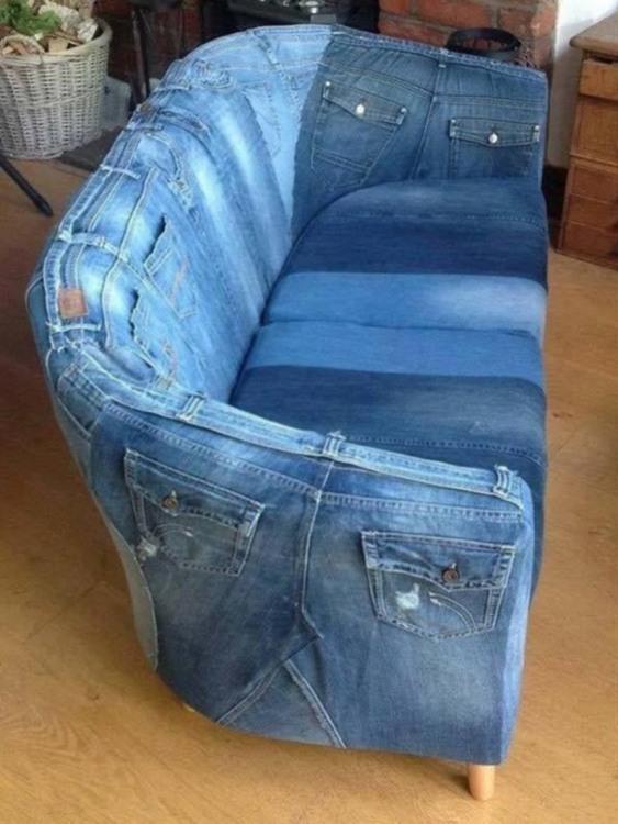 Фото прикол  про диван та джинси
