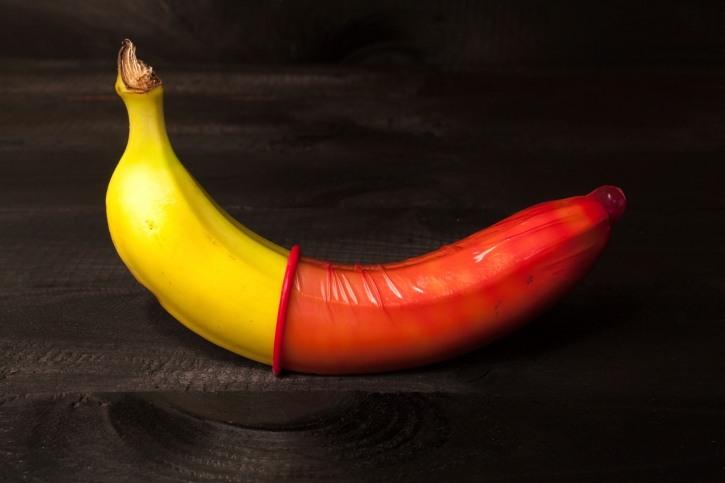 Фото прикол  про банан та гумові нацюцюрники