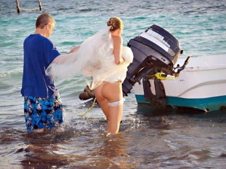 Фото прикол  про наречену, сідниці, засвітила вульгарний