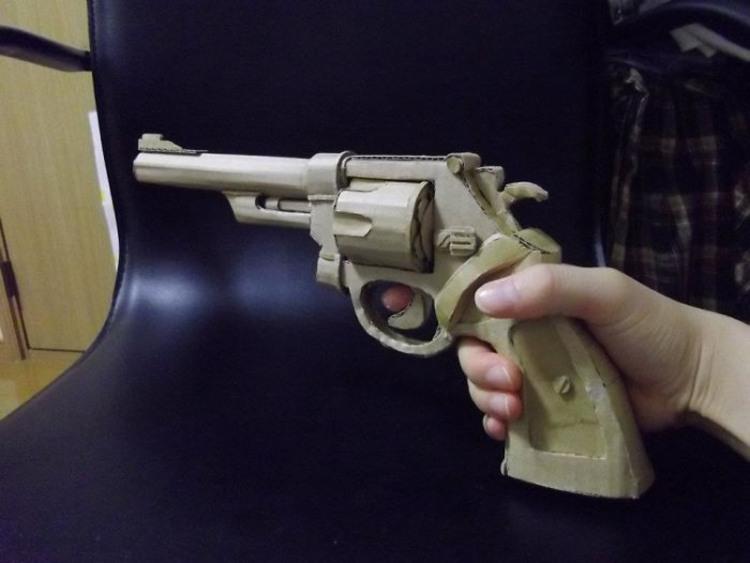 Фото прикол  про зброю та картон