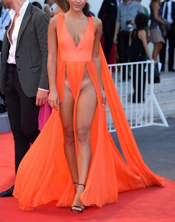Фото прикол  про сукню, еротику, моду вульгарний