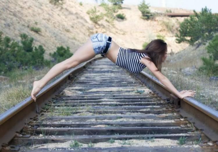 Фото прикол  про йогу та дівчат