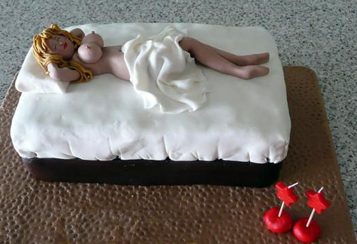 Фото прикол  про торт, жіночі груди вульгарний
