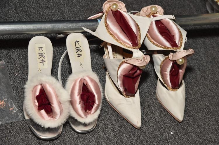 Фото прикол  про взуття гра уяви