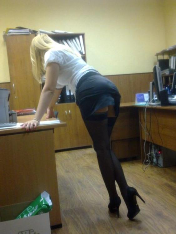 Фото прикол  про секретарку, п'яних вульгарний