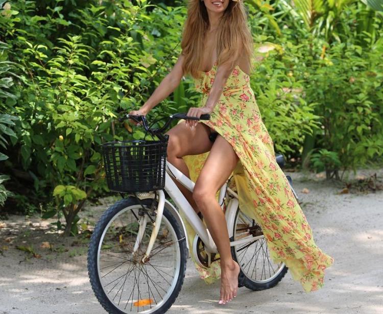 Фото прикол  про білявок, велосипедистів, засвітила вульгарний