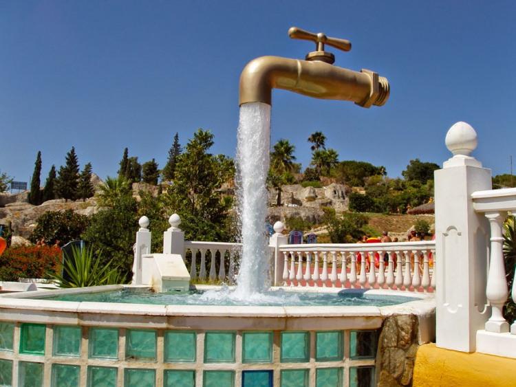 Фото прикол  про фонтан