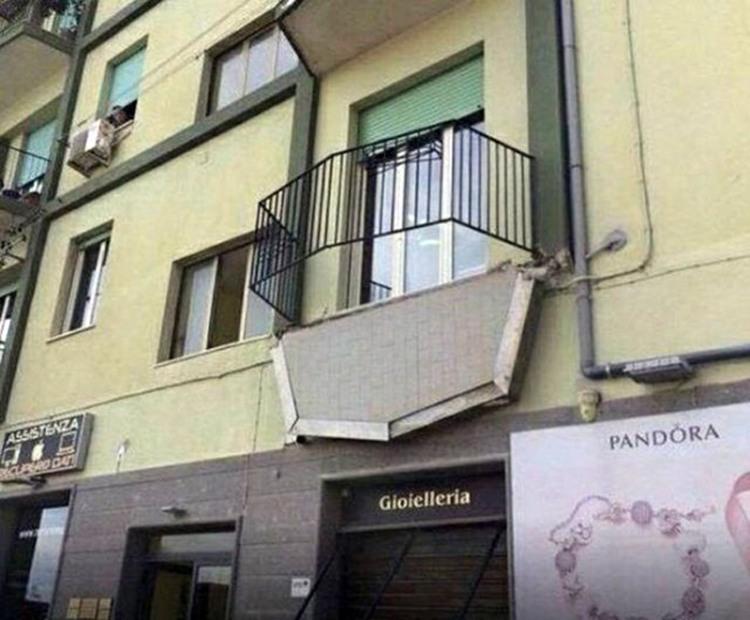 Фото прикол  про балкон чорний