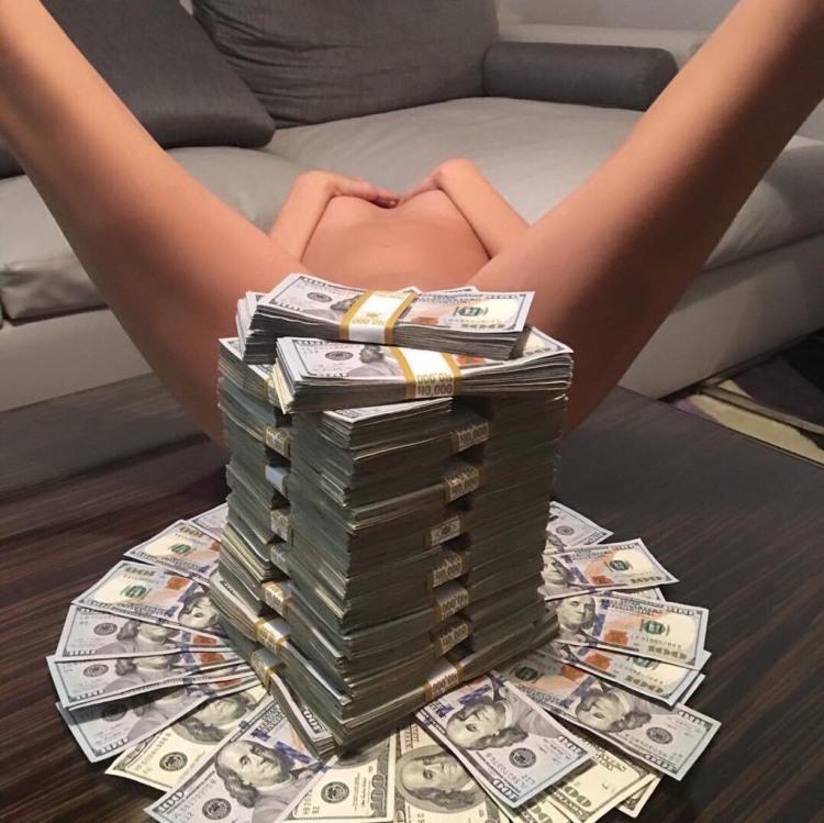 Фото прикол  про роздягнених людей, дівчат, гроші вульгарний