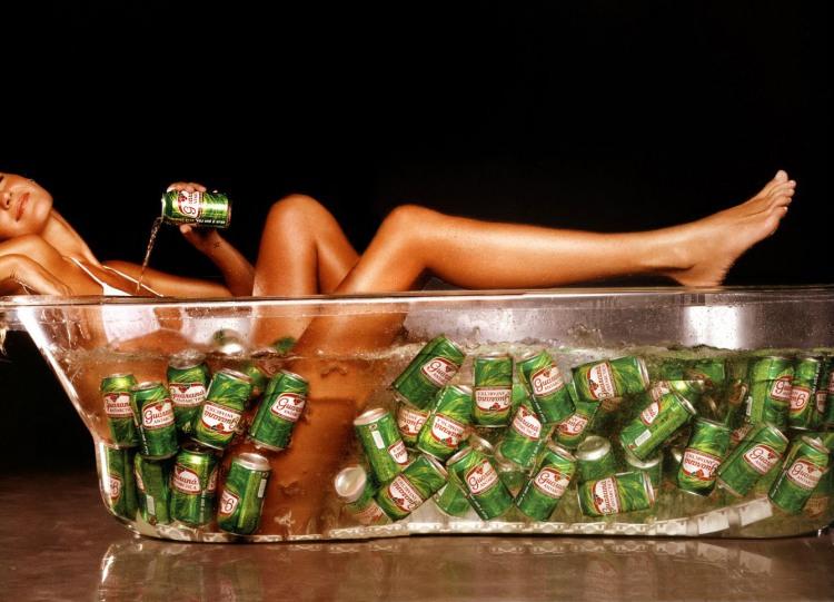 Фото прикол  про дівчат, ванну та пиво