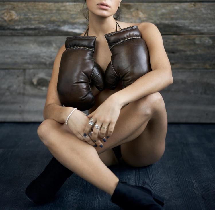 Фото прикол  про дівчат, боксерів та рукавички