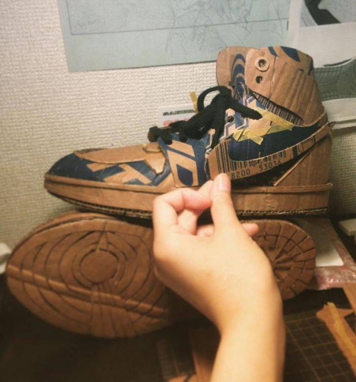 Фото прикол  про взуття та картон