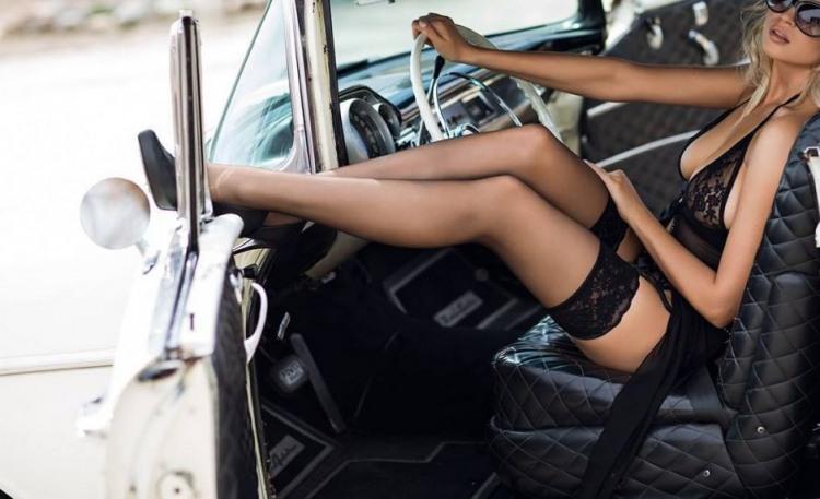 Фото прикол  про жінок за кермом, спокушання вульгарний