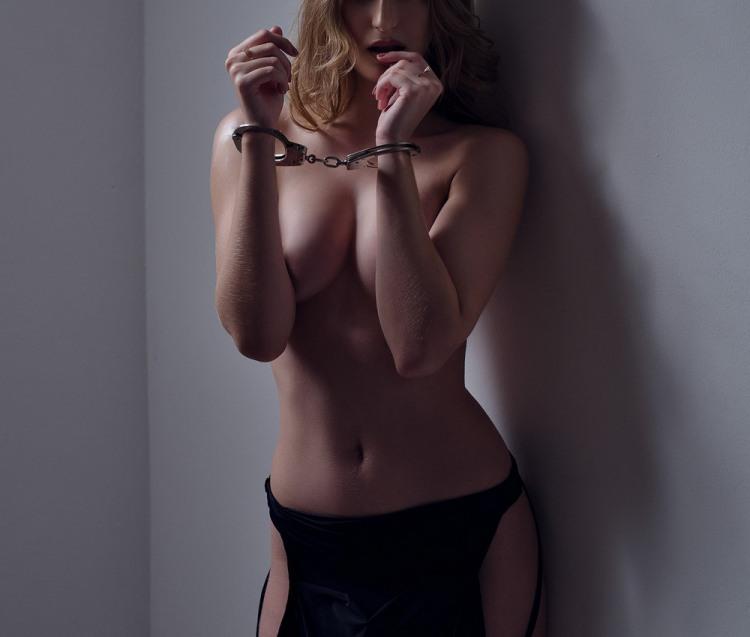 Фото прикол  про дівчат, наручники, еротику, пристрасть вульгарний
