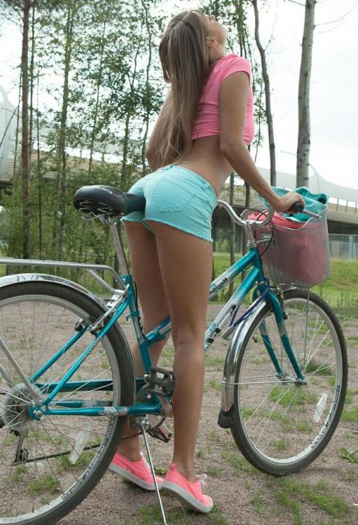 Фото прикол  про дівчат, велосипедистів, задоволення вульгарний