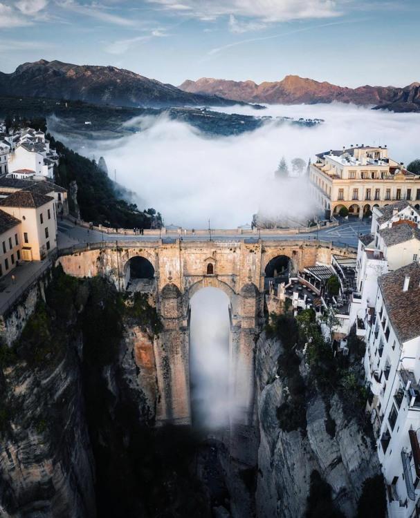 Фото прикол  про міст та туман