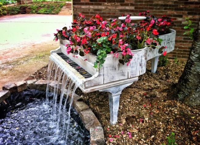 Фото прикол  про фонтан та рояль