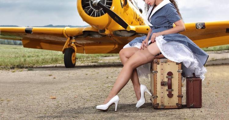 Фото прикол  панчохи про спокушання, еротику, літаки вульгарний