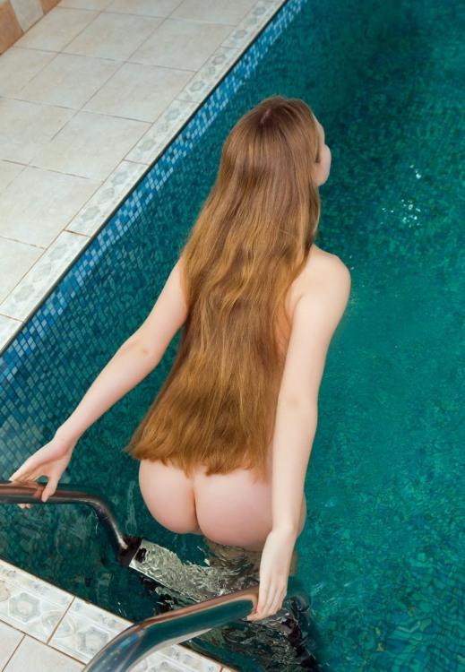 Фото прикол  про білявок, роздягнених людей, волосся, басейн, дупу вульгарний