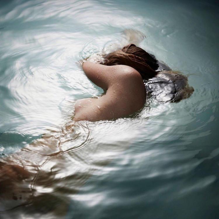 Фото прикол  про плавання, роздягнених людей, дівчат та еротику