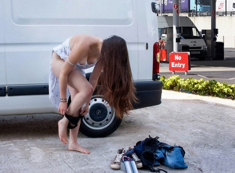 Фото прикол  про дівчат, роздягання, труси вульгарний