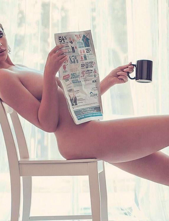 Фото прикол  про роздягнених людей, жінок, газети вульгарний