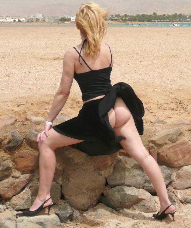 Фото прикол  про сідниці, вітер, засвітила вульгарний