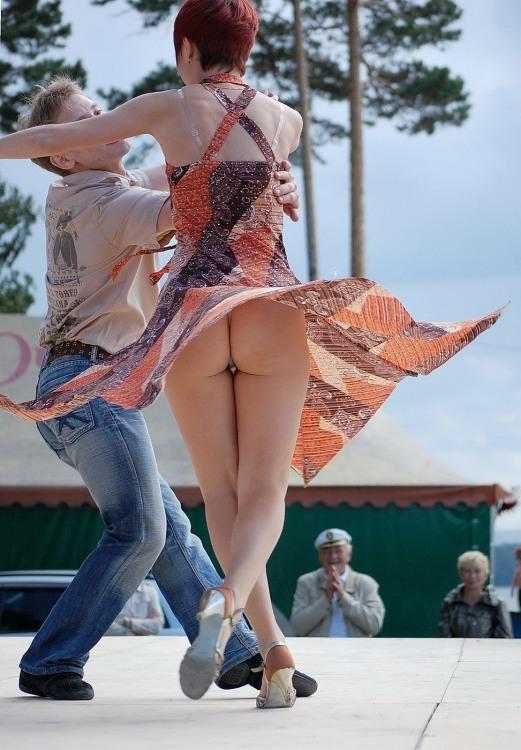 Фото прикол  про танці, сідниці, засвітила вульгарний