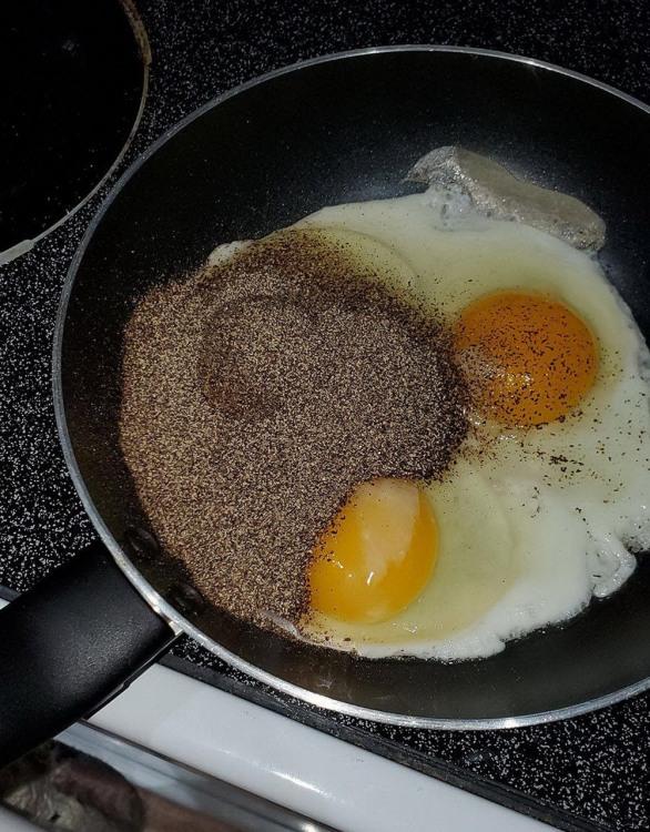 Фото прикол  про яйця, перець та приготування їжі