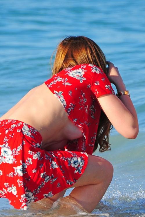 Фото прикол  про жіночі груди, засвітила вульгарний