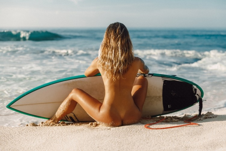 Фото прикол  про білявок, роздягнених людей, серфінг вульгарний