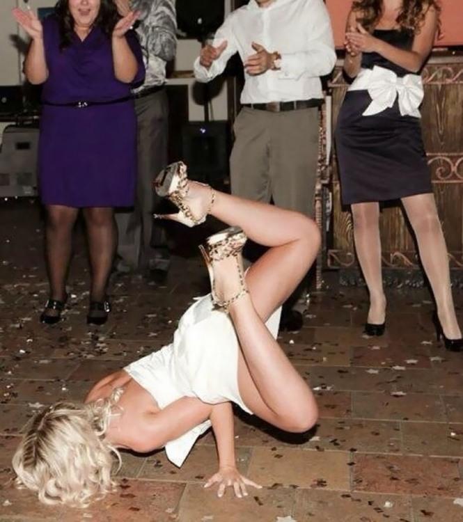 Фото прикол  про дівчат та танці