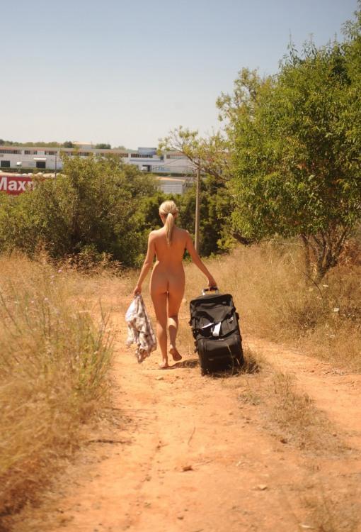Фото прикол  про роздягнених людей вульгарний
