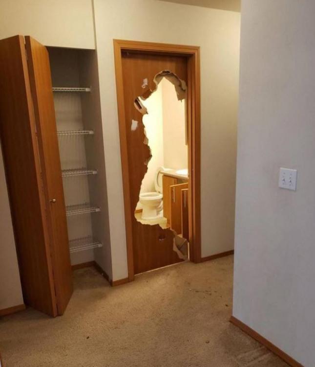 Фото прикол  про туалет та двері