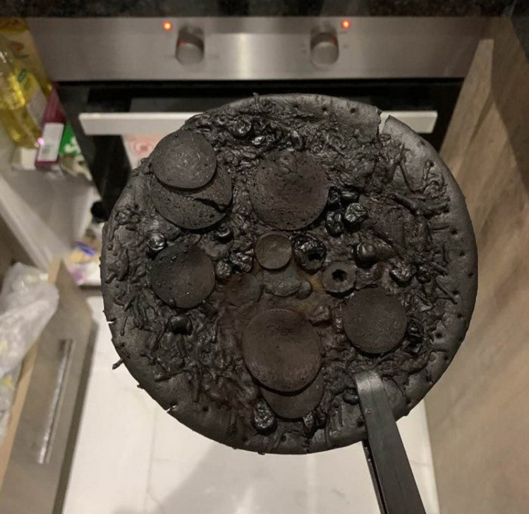 Фото прикол  про піцу, приготування їжі чорний