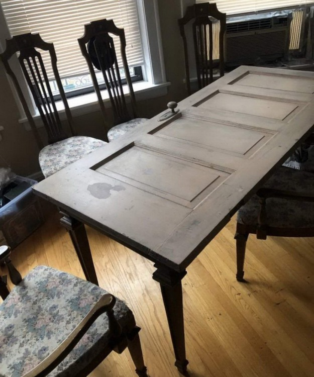 Фото прикол  про двері та стіл