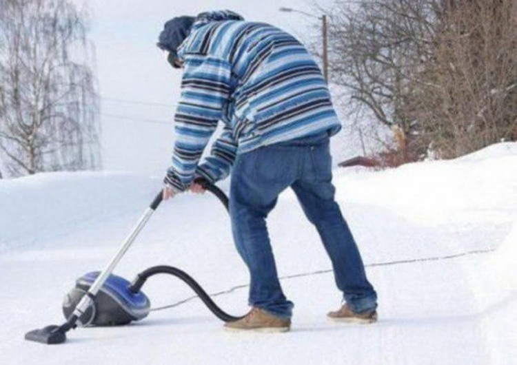 Фото прикол  про пилосос та зиму