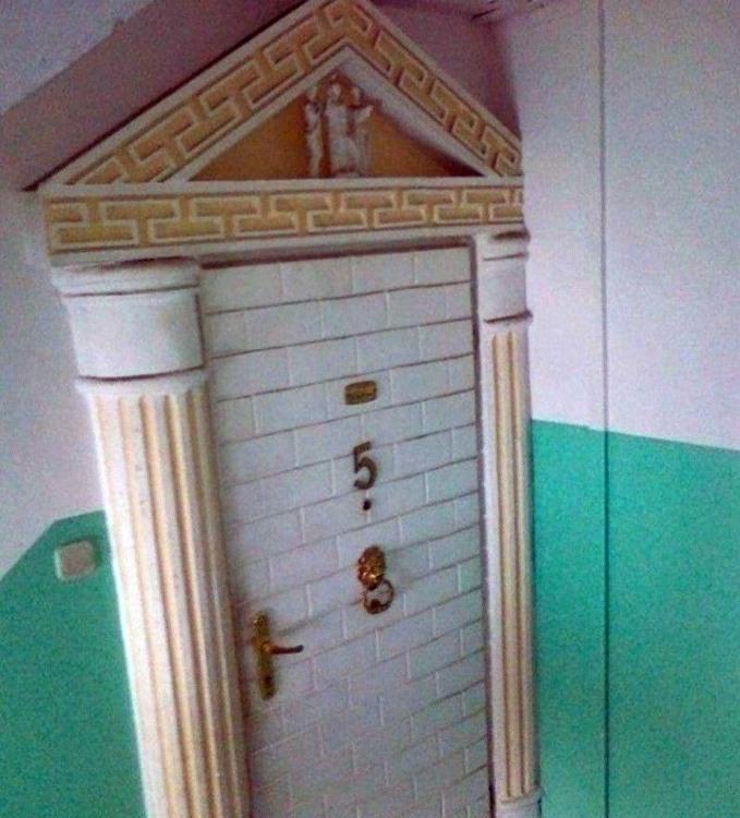 Фото прикол  про двері