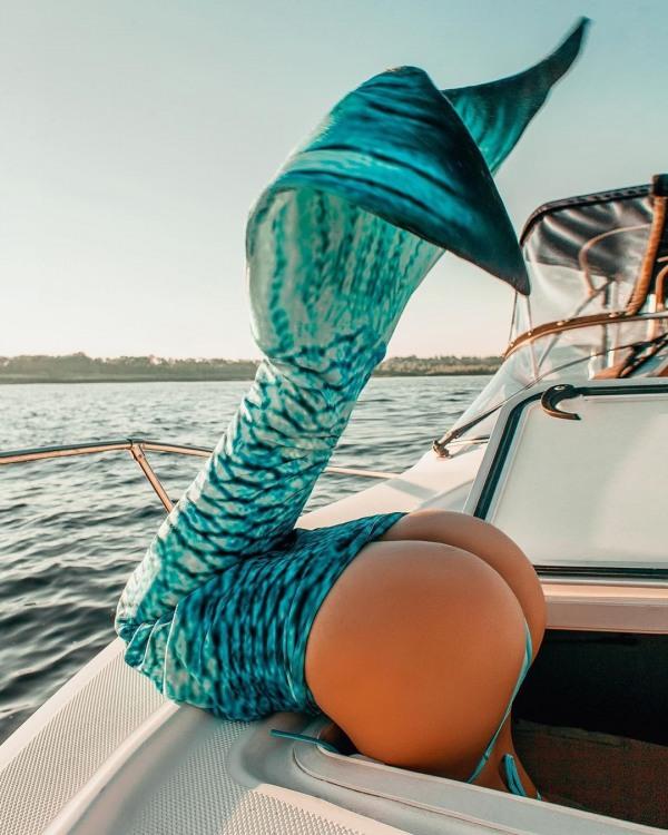 Фото прикол  про русалок, сідниці вульгарний