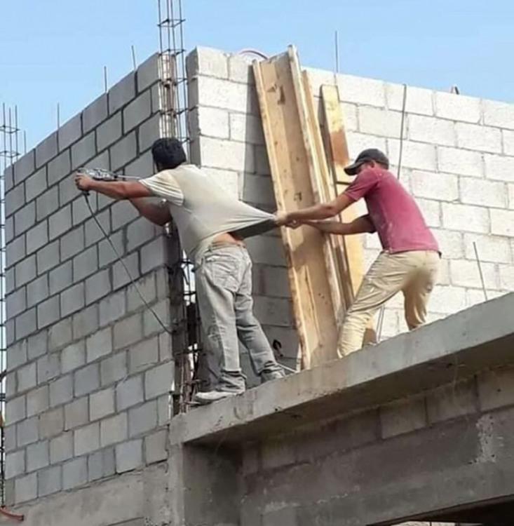 Фото прикол  про будівельників чорний