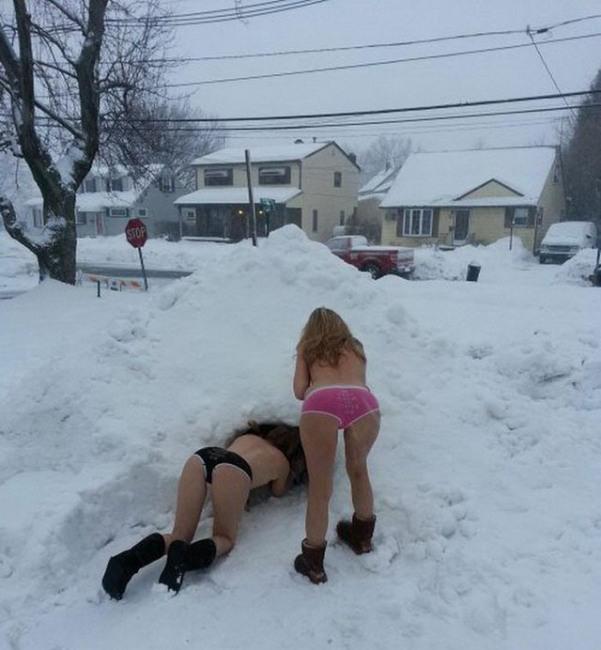 Фото прикол  про зиму, дівчат вульгарний