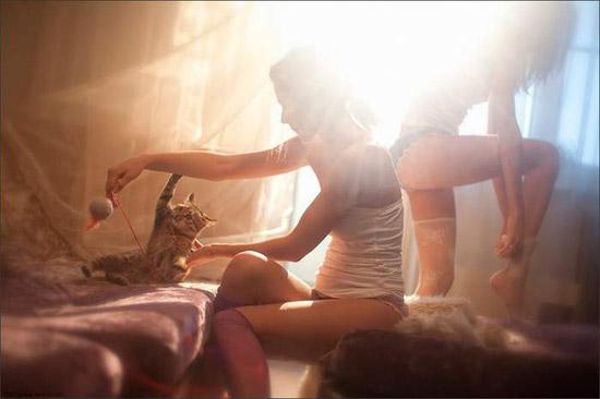 Фото прикол  про дівчат та котів