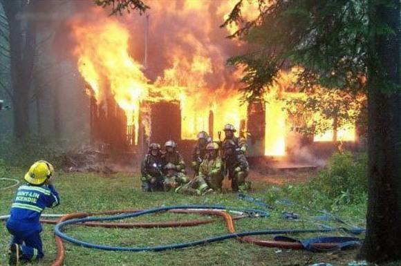 Фото прикол  про пожежних